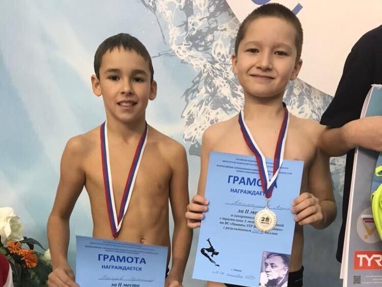Артемий Токарев к12 годам неоднократно становился победителем вразличных российских турнирах, аспециалисты называют его одним изсамых талантливых юных спортсменов Татарстана
