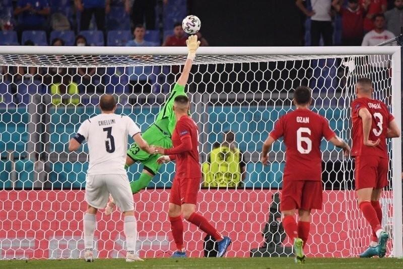 Сборная Турции в матче с Италией установила антирекорд чемпионатов Европы