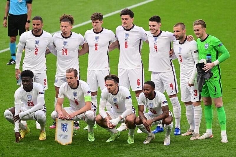 Сборная Англии по футболу обыграла чехов в матче Евро