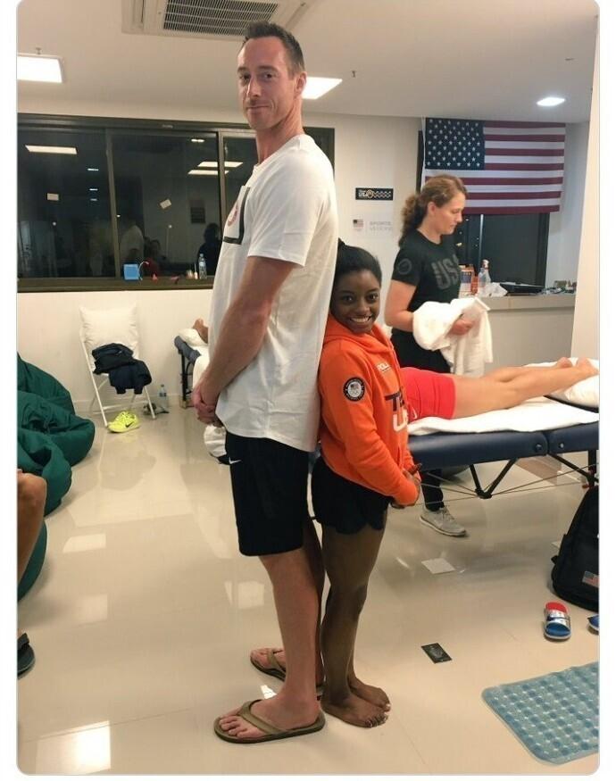 От твоего роста зависит, каким спортом ты занимаешься: гимнастка Симона Байлз и волейболист Дэвид Ли