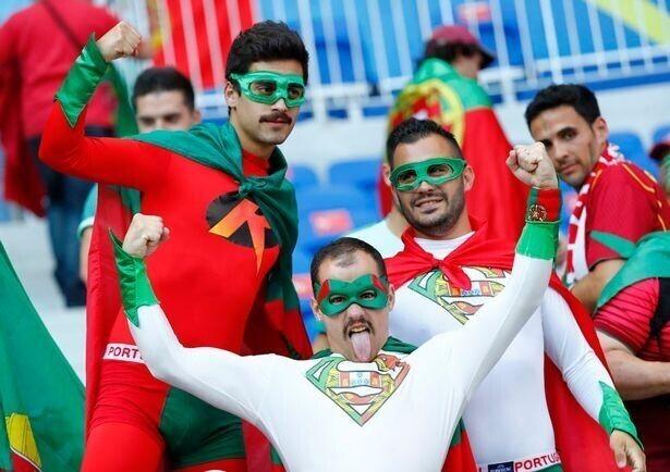 Фото с самыми смешными и необычными футбольными болельщиками